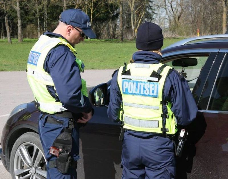 Tänasest võib politseile dokumendina esitada ka mängujuhiloa või täisnuusatud taskuräti