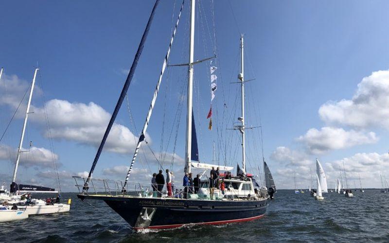 Antarktikasse siirduv Admiral Bellingshausen pole enam ohus: eile lahkus laevalt viimane naine